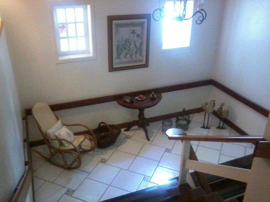 Casa Gialla Pousada: Decoração escada