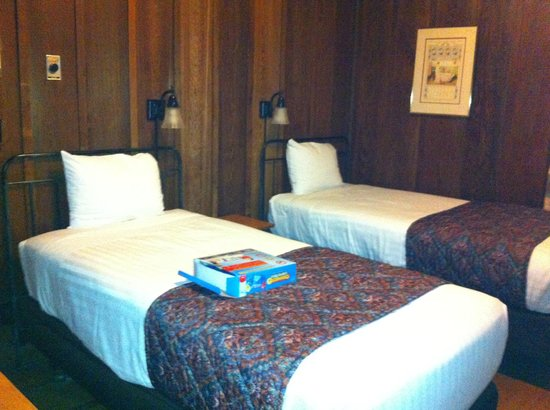 Asilomar Conference Grounds: Twin bed room