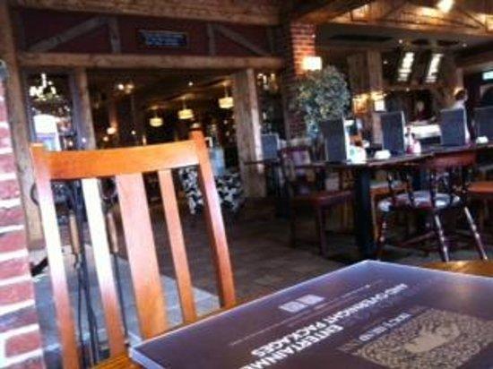 The Hog's Head Inn: bar and restaurant