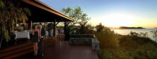 Qualia Resort: qualia Long Pavilion Couple