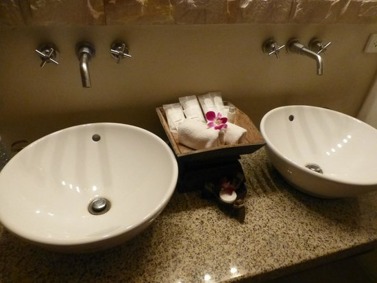 The Sunset Beach Resort & Spa, Taling Ngam: Bathroom