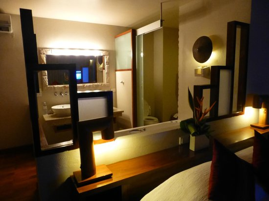 The Sunset Beach Resort & Spa, Taling Ngam: Bedroom