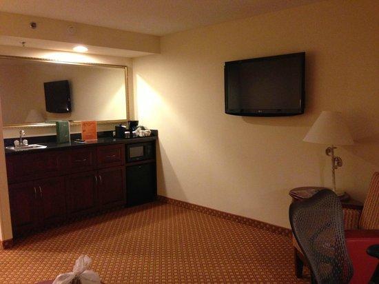 Hilton Garden Inn Jacksonville / Ponte Vedra : tv on wall sparce
