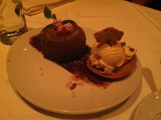 Fleming's Prime Steakhouse & Wine Bar: Chocolate Lava Cake