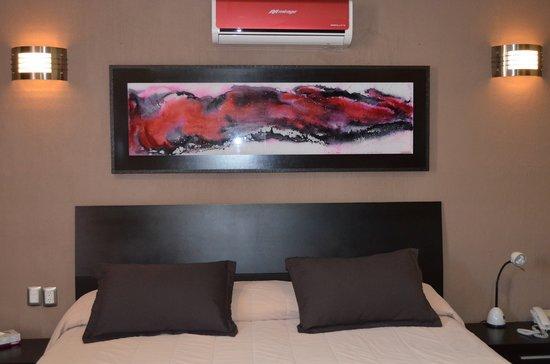 Terrasse Hotel: Habitacion sencilla con cama king size