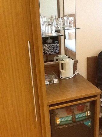 Bilderberg Garden Hotel: minibar/fridge in each room with coffee and tea
