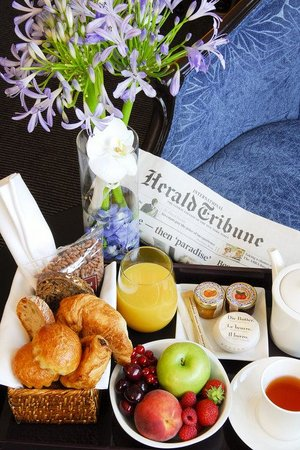 Tiffany Hotel : Breakfast in room-service