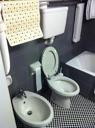 Hotel Residence Centro Siloe: bagno...