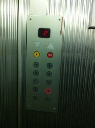 "Hotel Residence Centro Siloe: ascensore, sempre ""vintage"""