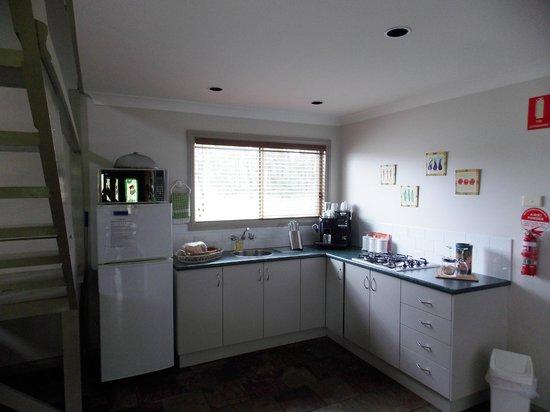 Splinters Guest House: Kitchen