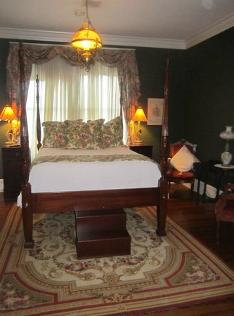 Inn on Main of Spartanburg: Our lovely guest room!