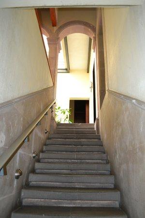 Terrasse Hotel: Escaleras a recepcion