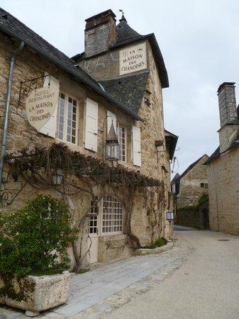 La Maison des Chanoines: Front of the hotel