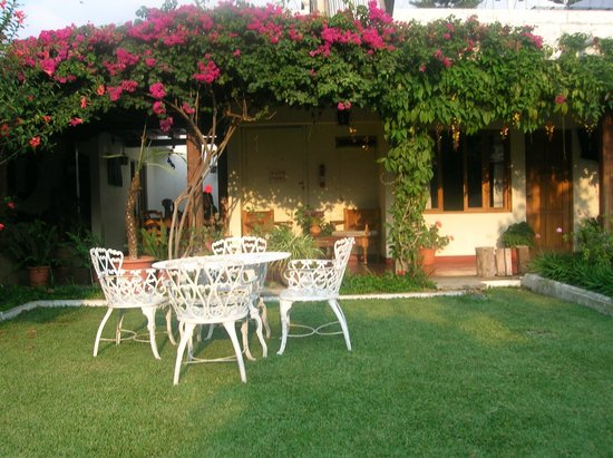 Hotel San Jorge: Garden Where Breakfast is Served