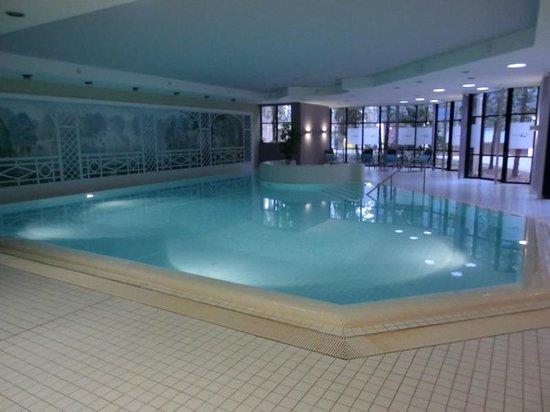 NH Forsthaus Fürth Nürnberg: Poolbereich
