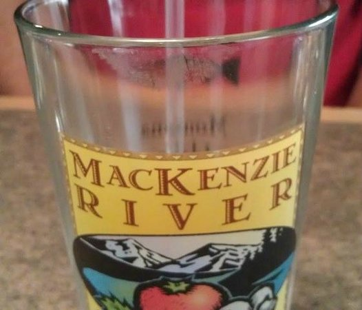 MacKenzie River Pizza Co: Lipstick on my non-lipstick-wearing-husband's glass