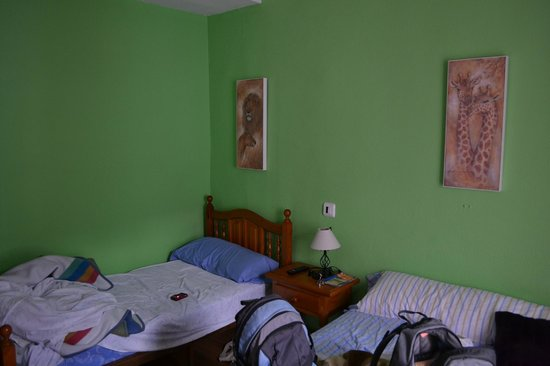 Hostal Ronda Sol: Room for 3 persons