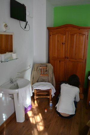 Hostal Ronda Sol: Washing in room