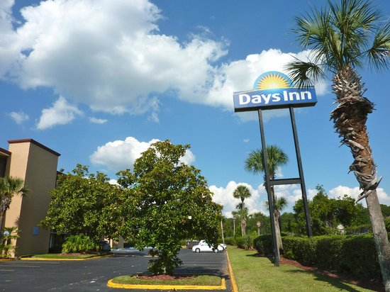 "Days Inn Orlando Convention Center/International Drive: Totem do DAYS INN, ""Motel"""