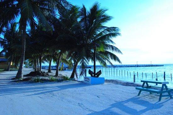 Popeyes Beach Resort: waterfront