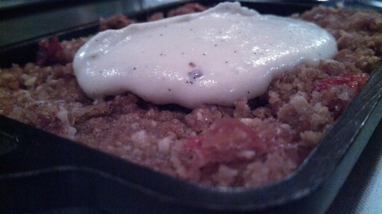 Oakleaf: Strawberry Rhubarb Crisp, Malted Maple Crema