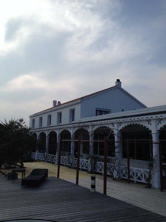 Hotel La Maison sur l'Eau : Vue depuis la terrasse/piscine