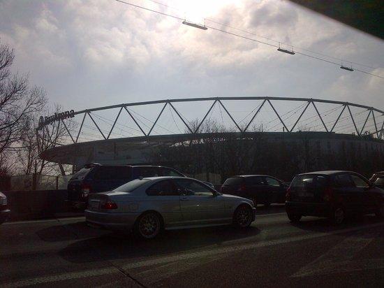 Bayarena mit Blick von der Autobahn