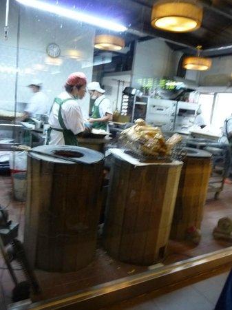 Huashan Market: 美味しそうに焼けてます
