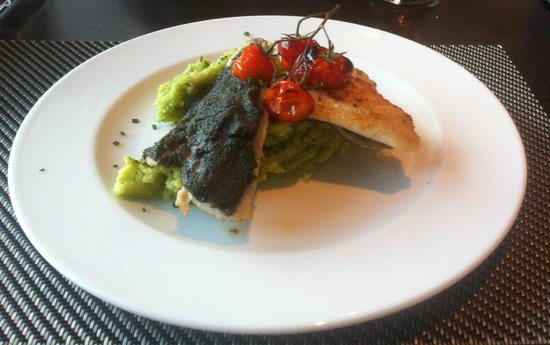 Delcanto: Kleine Portion Doradenfilets in Olivenkruste
