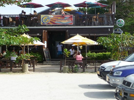 Umbrellas Beach Bar: Umbrella's Beach Bar - from parking lot close to beach