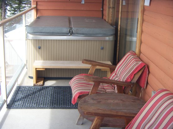 Idabel Lake Resort: Our own hot tub on our balcony