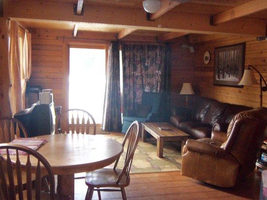 Idabel Lake Resort: Our suite livingroom