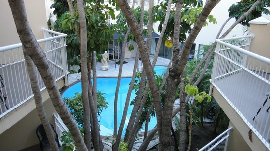Esplanade Hotel Fremantle - by Rydges: View from 2nd floor room balconty to pool