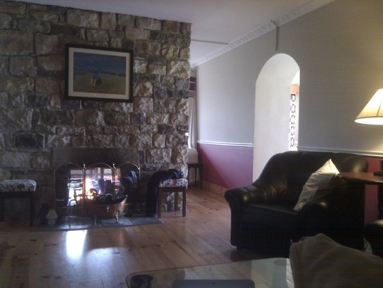 Arrowrock Lodge: Living room - fireplace and book perfect combination for relaxing