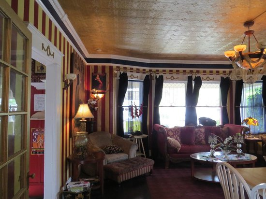 Cozy Parlor To Sip Your Coffee And Visit Picture Of