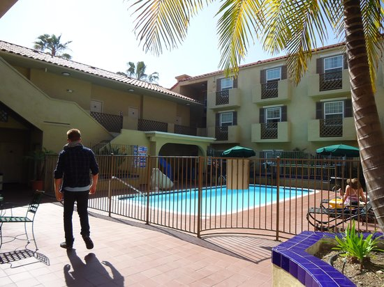 La Quinta Inn & Suites San Diego Old Town / Airport: pool area