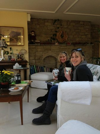 Highbury House B&B: Enjoying tea in the Garden Room