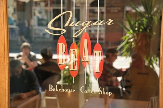 Sugar Beat Bakehouse & Coffee Shop: Outdoor Reflections