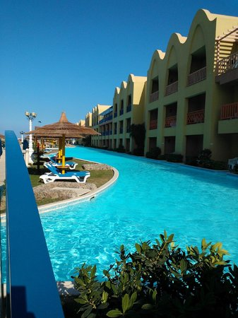 Swim up rooms palace picture of titanic palace hurghada - Did the titanic have swimming pools ...