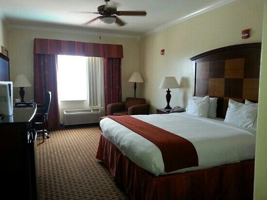Holiday Inn Express Hotel & Suites- South Padre Island: ..our room in foirth floor was very clean..i loved it..