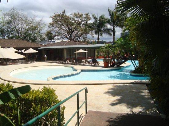 بارسيلو سان خوسيه بالاسيو: Vista hacia la piscina