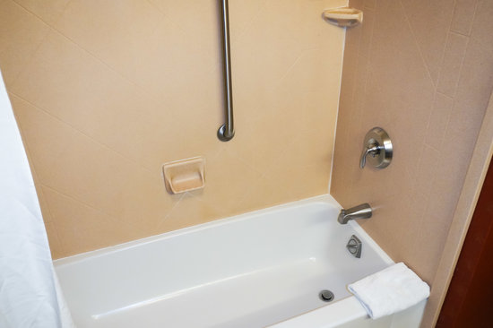 Hampton Inn & Suites Florence-Downtown: Shower