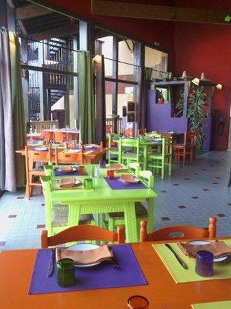 La Hacienda: la salle du restaurant Hacienda. Riche en couleurs !