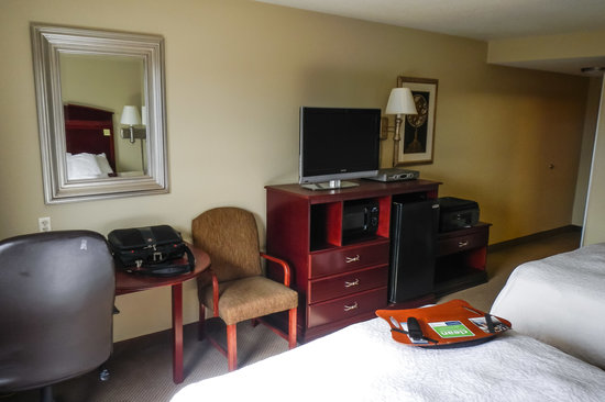 Hampton Inn & Suites Florence-Downtown: Another View of Room