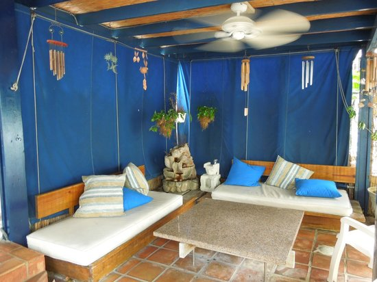 At Wind Chimes Boutique Hotel: Wind chimes patio upstairs