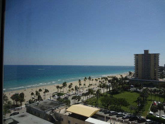 Courtyard Fort Lauderdale Beach: View of the beach from room