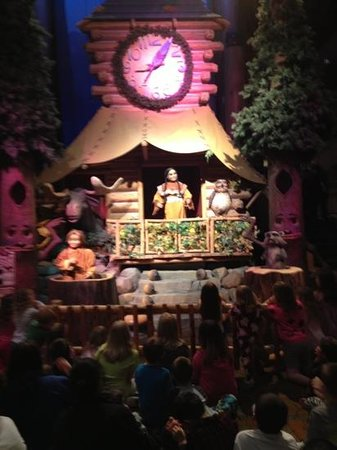 Great Wolf Lodge: animated show at night!