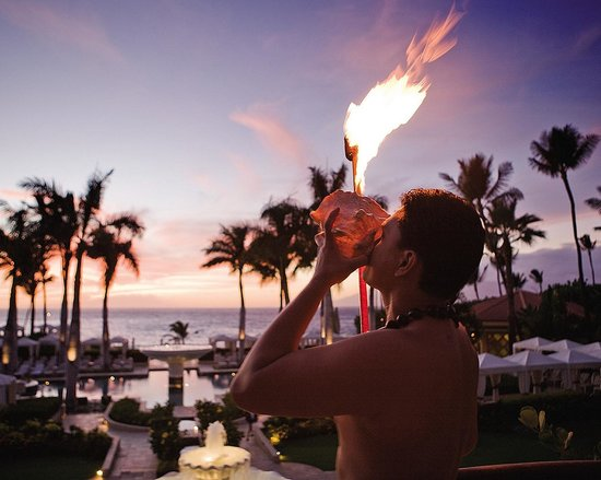 Four Seasons Resort Maui at Wailea: Evening torch lighting at sunset