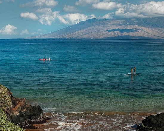 Four Seasons Resort Maui at Wailea: The calm waters of Wailea Beach over look West Maui