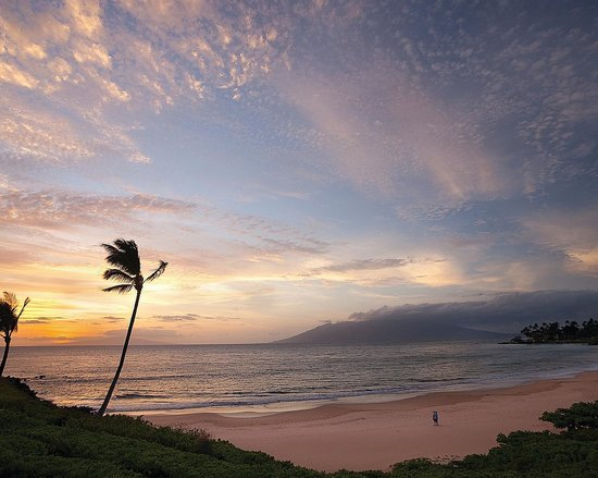Four Seasons Resort Maui at Wailea: Wailea Beach during sunset